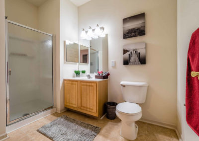 Large guest bedroom with shower at Saucon View apartments