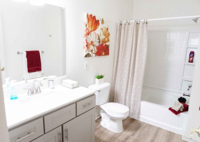 Cozy bathroom with toilet and spacious showers in Saucon View apartment rentals in Bethlehem, PA
